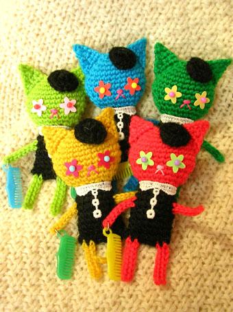 編みねこブローチ